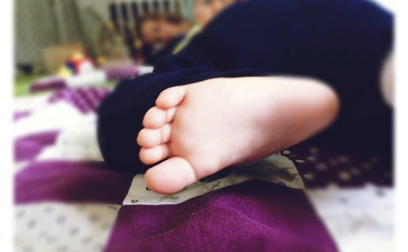 mamasein, Babyfuß, Zehen, Krabbeln