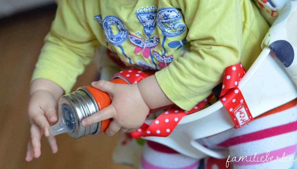 Flaschenband von Mom`s Accessories, Nuckelband, Hold It, Keep It, Mompreneur, Praxistest, Halterung Trinkflasche, Kinderwagen, Hochstuhl