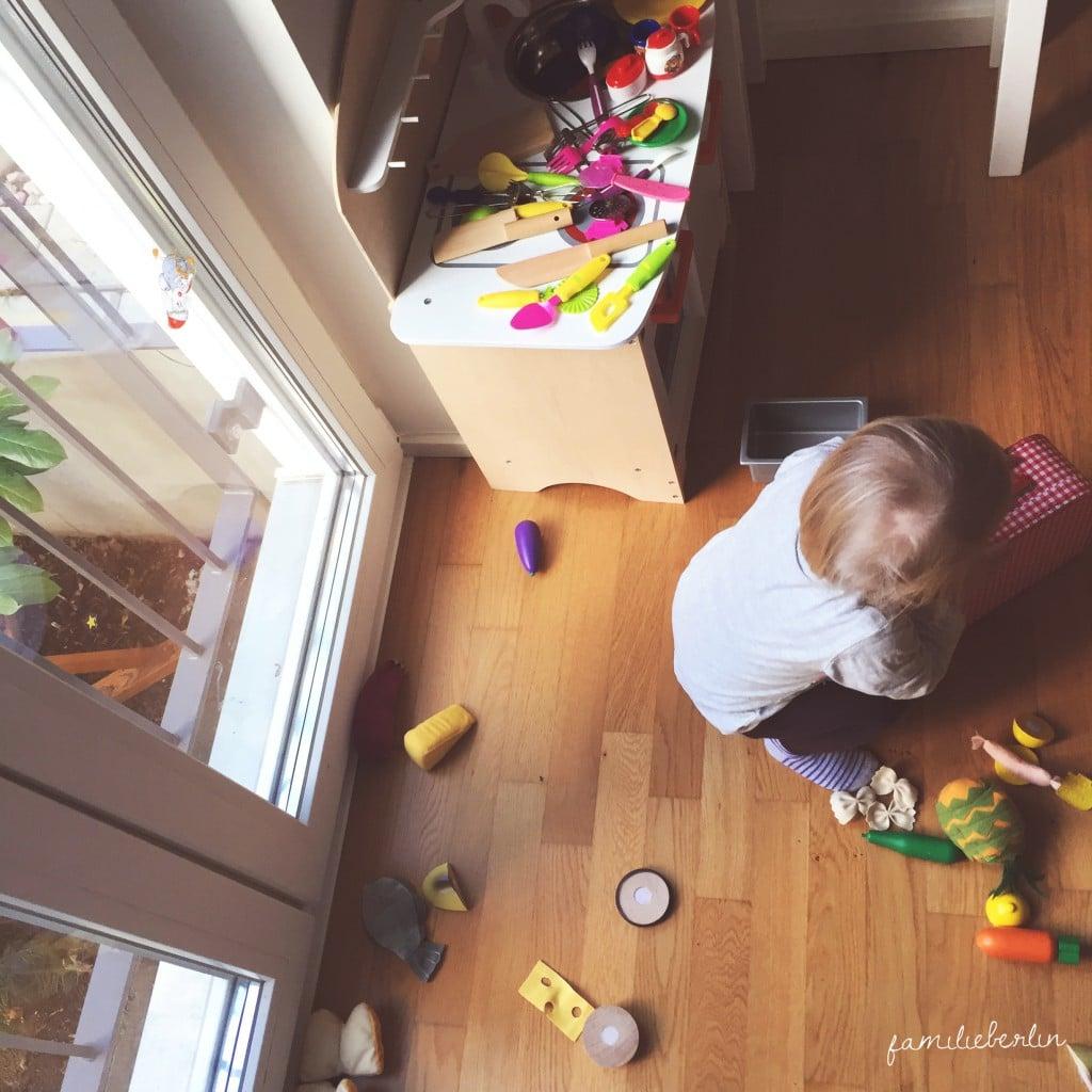 Kleinkind, Spielen, Kinderkueche, Chaos