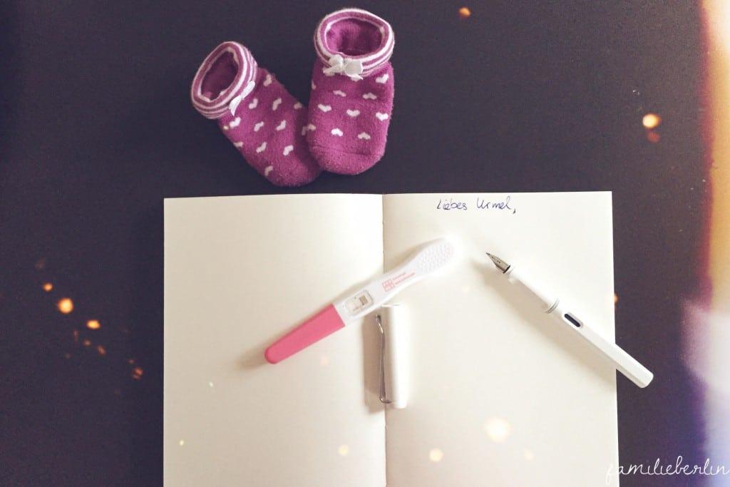 Schwangerschaftstest, Baby, Schwangerschaft, Socken, Baby, Geheimnis einer schönen Geburt, Jana Friedrich, Geburtsvorbreitung, Buch, Schwangerschaft, Ratgeber, Hebamme, Kinder kriegen