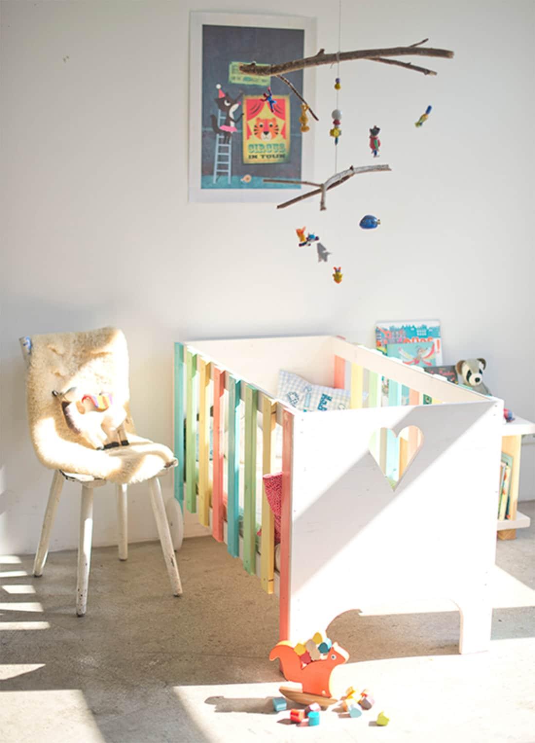 frischer wind im kinderzimmer nachhaltig und massiv. Black Bedroom Furniture Sets. Home Design Ideas