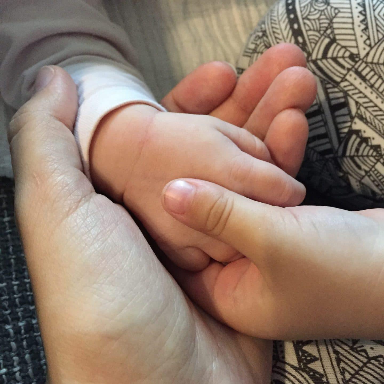 4 Wochen Baby, Geburt, Wochenbett, Kleinkind, Geschwister, Zweifachmama, Rhythmus, Stillen, Babyblues