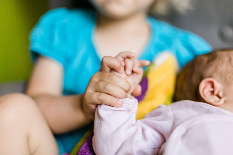 Baby, Shooting, Babyshooting, Familienbilder, Mama, Liebe, Unterschied von Kindern, Geschwister, baby, Kleinkind, Mamablog, Leben mit Kindern, Elternblog, Berlin, Vergleichen, Wachstum, Entwicklung