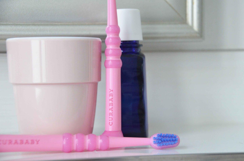 Zähneputzen mit Kindern, Zahnpflege, Mundhygiene, Kinder putzen Zähne, erste Zahnbürste, welche Zahnpasta für Babys, erste Zähne