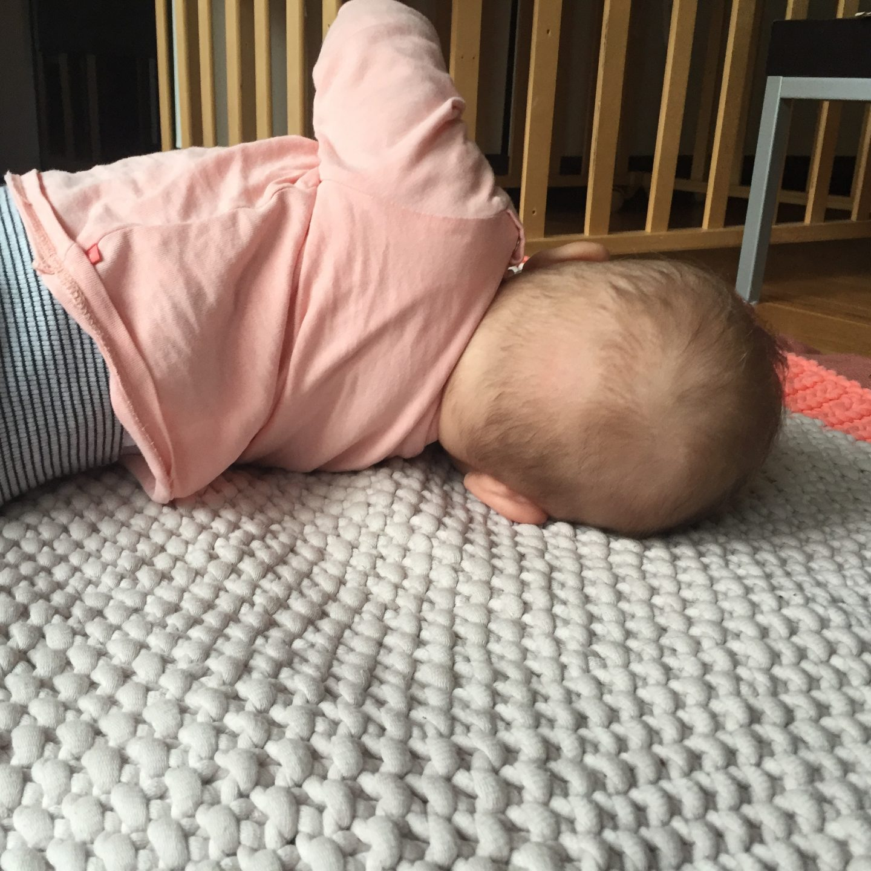 5 Monate Baby, Bewegung, Beikost, Entwicklung, Säugling, Kleinkind, Familie, Mama, Gefühle, Drehen, Motorik, Fortbewegung