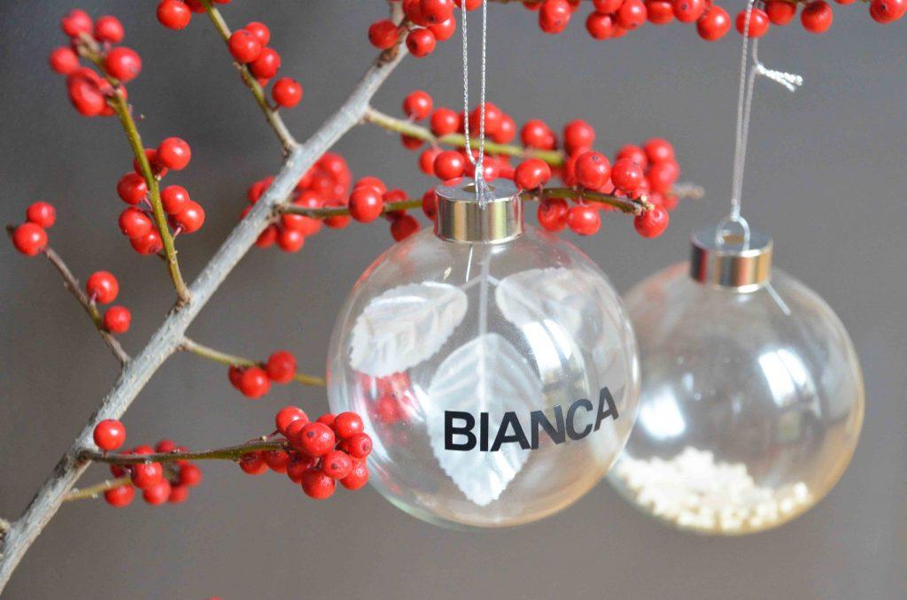 Weihnachtskugeln mit Namen, DIY, Basteln mit Kindern, Weihnachtsbastelei, personalisierte Weihnachtsgeschenke, selbstgemacht