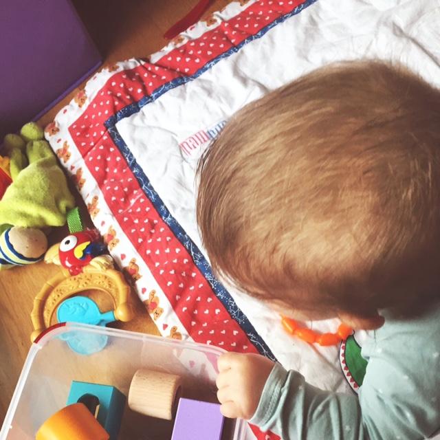 8 Monate Baby, Entwicklung, großes Baby, Motorik, Beikost, Babybrei, BLW, schlechter Schlaf, Müdigkeit, Wachstum, Ernährung