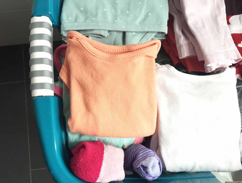 Wäschechaos, Waschen, Waschmaschine, Kinder, Schmutzwäsche, Trocknen, Wäschekorb, unendlich viel Wäsche als Familie, bügeln