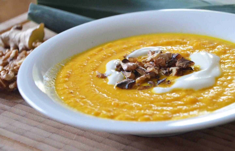Schnelles Mittag in der Stillzeit, Wochenbett, Vorkochen, gesunde Ernährung, 1000 Tage, Milupa, Möhren-Lauch-Suppe mit Walnuss-Sahne