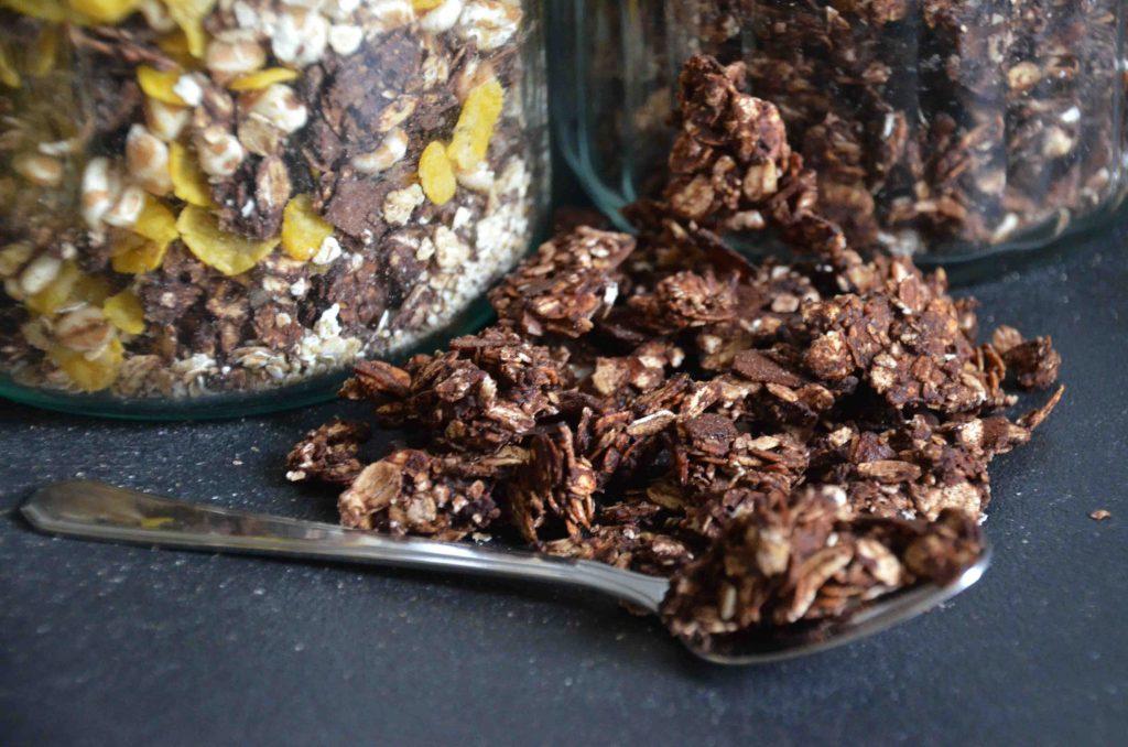Knuspriges Schokomüsli ohne Zusätze, Müsli, Frühstück, Rezepte für Kinder, Brunchideen, Energie am Morgen, Nahrhaft, ohne Palmöl