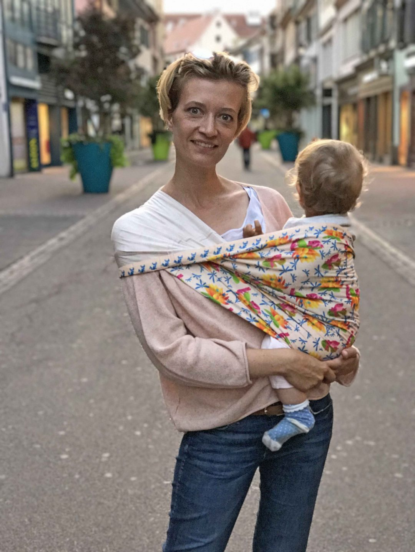 AíBí Schal und Tragtuch, Baby in Schal tragen, Loopschal als Trage, Sling, seitlich tragen, Aibi, selbstständige Mamas, Mompreneurs