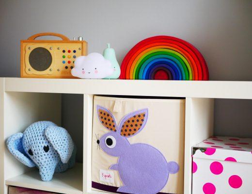 Ein gemeinsames Zimmer für Geschwister: kindgerechte Einrichtungs- und Dekoideen. Jedes Kind kommt an sein Spielzeug und kann selbstbestimmt spielen