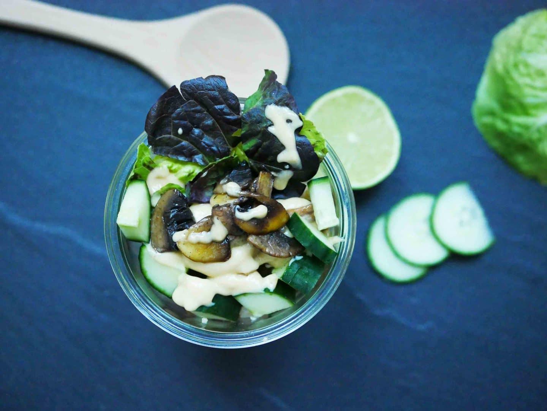 Mittagsideen im Homeoffice: Quinoa-Salat mit Erdnuss-Limetten-Dressing